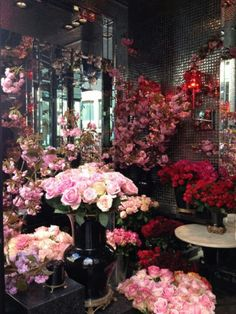 Best flower shop in all of Paris- Hotel Costes Rose Shop. Amazing Flowers, My Flower, Fresh Flowers, Beautiful Flowers, Gift Flowers, Hotel Costes, Flower Market, Flower Shops, Rose Shop