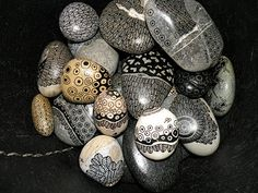 Go see all the close up examples oeuvresverotib: galets art stone, paint rock