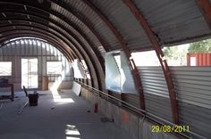 Some people may rarely hear about Quonset Hut Homes. What is actually quonset hut? Quonset hut is a structure with a semicircular shape and it is completed with long steel which is self-supporting and. The steel which is used is wavy. Hut House, Silo House, Steel Building Homes, Building A House, Quonset Hut Homes, Arch House, Earth Homes, Steel House, Steel Buildings