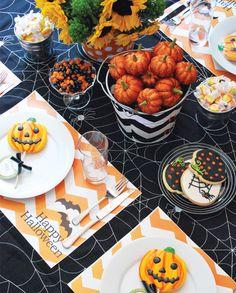 festive and family-friendly halloween dinner table  #thepartydressmagazine