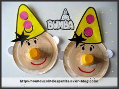 """- aujourd'hui mes loulous ont réalisé le clown """" BUMBA """" , vous le connaissez peut être c'est un clown rigolo que les enfants adorent !!! il existe plusieurs épisodes sur youtube  1) a partir d'une assiette en carton , faire un trou au centre , de la..."""