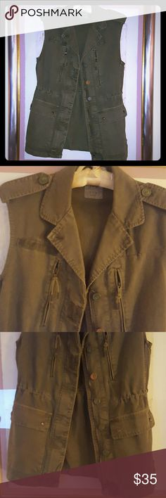 UTILITY  VEST! Zara long oversized Military inspired VEST. Green military color. Excellent Condition. 100% Cotton!! Zara Jackets & Coats Vests
