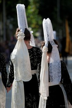 France: traditional headdress of Breton (Brittany) women of France. The lace cap (coiffe) is called a Bigoudène Festival Interceltique, Breizh Ma Bro, La Migration, Brittany France, Lacemaking, Folk Costume, People Of The World, Headgear, World Cultures