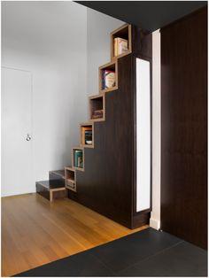 raumspartreppe minimalistisches design integrierte b cherregale treppen pinterest. Black Bedroom Furniture Sets. Home Design Ideas