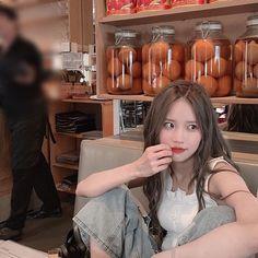"fromis_9 [프로미스나인] on Instagram: ""⠀ 누구 언니인지 참 이삐네😝 ⠀ #포바헌 #뉴욕에서 #지헌 #하영"" Cute Korean Girl, South Korean Girls, Asian Girl, Kpop Girl Groups, Korean Girl Groups, Kpop Girls, 9 Songs, Rose Icon, Slice Of Life"