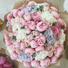 This bouquet surely builds a feminine, sweet and whimsical nuanc… Flowers galore! This bouquet surely builds a feminine, sweet and whimsical nuance. 😊 💗 TAG your best friend below … ⠀ Photo via Source Purple Wedding Flowers, My Flower, Fresh Flowers, Flower Power, Wedding Bouquets, Beautiful Flowers, White Flowers, Big Bouquet Of Flowers, Pastel Flowers