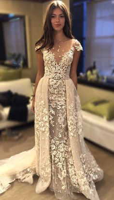 We just love the overlay skirt on this @bertabridal wedding dress, so regal and luxurious.