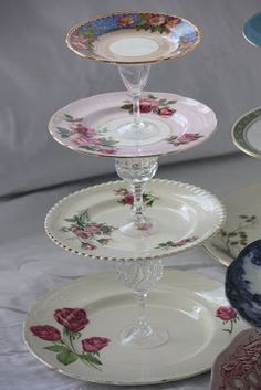 I saw this idea in a beautiful vintage inspired craft book I got for Christmas, called 'Homemade Gifts Vintage Style' by Sarah Moore. Shabby Chic Crafts, Vintage Crafts, Tiered Cake Stands, Cake Stands Diy, Homemade Cake Stands, Vintage Cake Stands, Cupcake Stands, Book Crafts, Diy Crafts