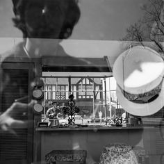 Self Portraits Portfolio: As reclusive and private as Vivian Maier was, her self portrait photographs reveal a telling story. Thoughtfully posed, and often innovative, her self as a subject allows a depiction of her as she wants the world to see it. Mirror Photography, History Of Photography, Photography Gallery, Fine Art Photography, Street Photography, Portrait Photography, Documentary Photography, Urban Photography, Classic Photography