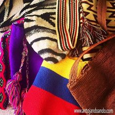Mochilas colombianas, hechas a mano. Love how colorful and simple they are! World Images, Wonders Of The World, Plaid Scarf, Culture, Country, My Style, Handmade, Windows, Seasons
