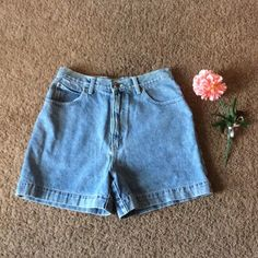 ✳️Westport Denim 100% cotton high waisted✳️ In wonderful condition no flaws to the best of my knowledge. Price is never firm so send and OFFER measurements : waist 14 1/2 inseam  4 1/2 Westport Shorts Jean Shorts