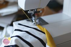 Vinkit kaksoisneulalla ompeluun – Käsityökekkerit Helmet, Sewing, Dressmaking, Hockey Helmet, Couture, Stitching, Helmets, Sew, Costura