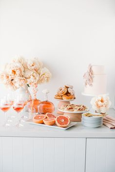 Modern pink and yellow bridal shower brunch Bridal brunch 100 Layer Cake French Bridal Showers, Yellow Bridal Showers, Baby Shower Yellow, Birthday Brunch, Brunch Party, Brunch Food, Brunch Recipes, Brunch Outfit, Bridal Shower Cakes