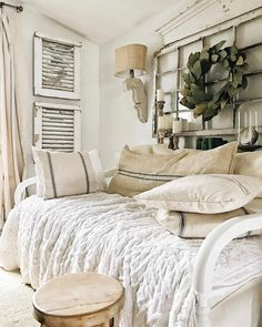 35 Amazingly Pretty Shabby Chic Bedroom Design and Decor Ideas - The Trending House Farmhouse Table For Sale, Painted Fox Home, Vibeke Design, Creation Deco, Farmhouse Remodel, Farmhouse Bedroom Decor, Cottage Farmhouse, Farmhouse Plans, Cottage Style