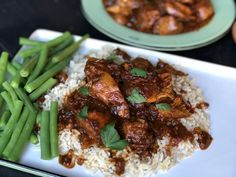 Pittige Surinaamse kip stoofpot - Familie over de kook Low Carb Vegetarian Recipes, Meat Recipes, Slow Cooker Recipes, Asian Recipes, Chicken Recipes, Cooking Recipes, Healthy Recipes, Healthy Slow Cooker, Healthy Cooking