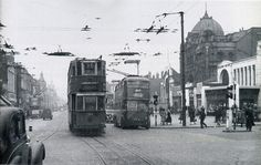 Holloway Road, Nag's Head junction with Marlborough Theatre and Holloway Arcade London Bus, Old London, Nags Head, The Blitz, London History, London Transport, North London, Historical Photos, Old Photos