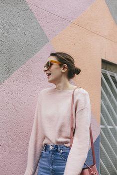 (Knit: & Other Stories , Jeans: ASOS , Shoes: Oliver Bonas , Bag: Mansur Gavriel , Sunglasses: C/O Warehouse ) I'm pretty sure it co. Spring Summer Fashion, Autumn Winter Fashion, Look Rose, Vogue, Pink Fashion, Women's Fashion, Dress To Impress, Ideias Fashion, What To Wear
