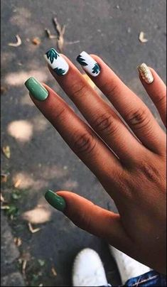 23 Great Yellow Nail Art Designs 2019 1 - Yellow Nails - Best Nail World Summer Acrylic Nails, Best Acrylic Nails, Spring Nails, Aycrlic Nails, Cute Nails, Gradient Nails, Manicure, Stiletto Nails, Holographic Nails Acrylic