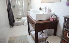 Ti piacciono i bagni dal sapore vintage? La nostra lettrice Maria Sole racconta come ha realizzato il mobile porta lavabo trasformando un vecchio tavolino. Dopo aver scelto unlavabo da appoggio, [...]