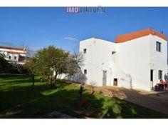 Moradia V3 em Quarteira - Loulé Casas No Algarve, Traditional, Mansions, House Styles, Home Decor, Townhouse, Mansion Houses, Homemade Home Decor, Manor Houses