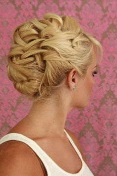 updos <3 this @nancy beverly @natalie anston.