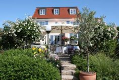 Hotel Villa Seeschau - Adults only Meersburg Overlooking beautiful Lake Constance on the hill, Hotel Villa Seeschau offers accommodation with an outdoor whirlpool and is just a 5-minute walk from the medieval centre of Meersburg.