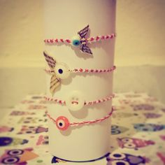 #march #bracelets #red&white Jewelry Ideas, Friendship Bracelets, Charms, Projects To Try, March, Jewelry Making, Red, How To Make, Bracelets