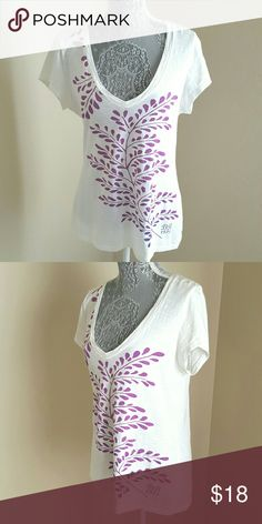 Leaf Spray Tee This cute tee features a v neckline, white bodice with printed purple leaf spray in front. Pre-loved and in excellent condition. 100% pima cotton, machine washable. Banana Republic Tops Tees - Short Sleeve