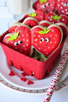 Strawberry Sweetheart Cookies by Munchkin Munchies @munchkinmunchie
