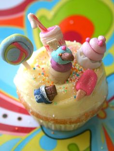 Are you kidding us? The cutest candy shoppe cup cake of all time! Candy & Cupcakes & Cute Insanity!