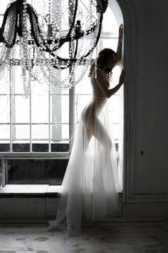 Bouidor Photography, Boudoir Photography Poses, Boudior Poses, Boudoir Photo Shoot, Lace Bridal Robe, Photographie Portrait Inspiration, Wedding Boudoir, Wedding Hair Pieces, Belle Photo