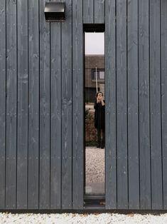 Black Cladding, Timber Cladding, Exterior Cladding, House Cladding, House Siding, Facade House, Ideas Cabaña, Timber Architecture, Wooden Facade