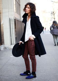 street-style-printed-pants-coat-hat-cold