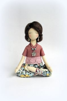 Yoga dolls by SashaMedovaya on Etsy • So Super Awesome is also on Facebook, Twitter and Pinterest •