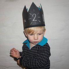 💙 my birthdayboy #Berre #2years #newyearsbaby #number4 #charlie @zonen09 #syas #sewingforkids #krafttex #crown #diy #ontheblog…