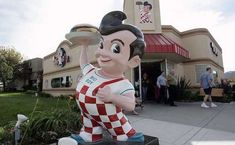 Bob's Big Boy's double-decker burgers and iconic mascot became a staple of American highways in the century. The chain is still holding on in about 100 locations in California and the Midwest. Big Boy Restaurants, Boys Burgers, Fast Food Restaurant, My Childhood Memories, Thats The Way, Do You Remember, The Good Old Days, Back In The Day, Big Boys