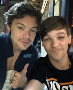 Louis Tomlinson, Larry Stylinson, Louis Y Harry, Larry Shippers, One Direction Photos, Mutual Respect, Best Couple, Instagram Story Ideas, Harry Edward Styles