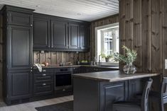 Rustic Kitchen Cabinets, Kitchen Interior, Kitchen Dining, Dining Room, Country Kitchen, Decoration, Lodges, Beach House, Cottage