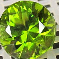 5.57ct Magnificent Large Collector ARIZONA Peridot Gemstone ROUND 10.5mm Gem