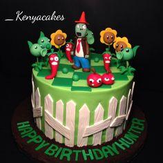 Plants vs zombie cake Zombie Birthday Cakes, Zombie Birthday Parties, 5th Birthday, Zombie Cakes, Cute Cakes, Pretty Cakes, Zombie Themed Party, Sport Cakes, Let Them Eat Cake