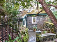 Secret Nook - A romantic retreat, wing to an Edwardian townhouse in the centre of Windermere. Wonderful location for exploring the whole of Lake District. Cottage Breaks, Holiday Cottages To Rent, Romantic Cottage, Windermere, Double Bedroom, Semi Detached, Cumbria, Lake District, Ground Floor