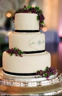 Cake - the knot great with grapes - just enough