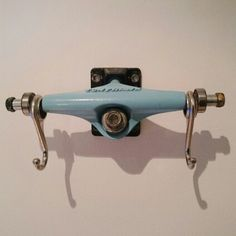 Skateboard trucks decor using ikea Fintorp hooks.