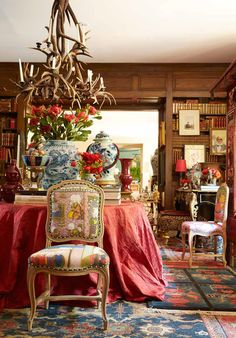 Living Room Inspiration: Home Filled with Vintage Decor in New Orleans Luxury Homes Interior, Interior Exterior, Home Interior Design, Interior Decorating, Living Room Inspiration, Interior Inspiration, Veranda Magazine, English Decor, French Interior