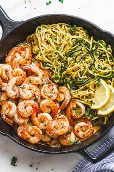 Lemon Garlic Butter Shrimp with Zucchini Noodles - This fantastic meal cooks in one skillet in just 10 minutes. and - by Lemon Garlic Butter Shrimp with Zucchini Noodles - This fantastic meal cooks in one skillet in just 10 minutes. Healthy Meal Prep, Healthy Dinner Recipes, Low Carb Recipes, Cooking Recipes, Carb Free Meals, Simple Prawn Recipes, Healthy Quick Dinners, Simple Low Carb Meals, Low Fat Meals