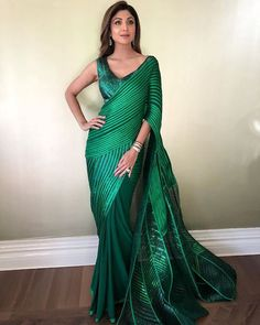 Always breaking the mould , the amazing in this brilliant sari gown by with in London's last evening to receive the Global Icon award. Saree Draping Styles, Saree Styles, Indian Beauty Saree, Indian Sarees, Silk Sarees, Indian Dresses, Indian Outfits, Jute, Divas