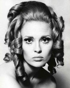 Faye Dunaway's 1960's Look.