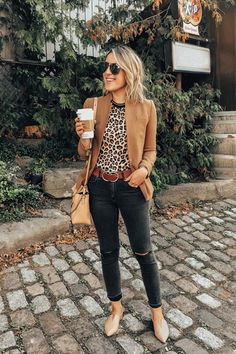 Need some sexy outfit inspiration from the latest fall fashion. Scroll down to check out subtly sexy fall outfits guaranteed to get you noticed. Casual Work Outfits, Business Casual Outfits, Mode Outfits, Fashion Outfits, Casual Attire, Fall Fashion Trends, Autumn Fashion, Fall Trends, Fashion Ideas