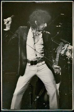 Bob's Elvis move...