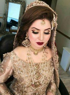 wedding hairstyles pakistani bridal makeup tips for Pakistani womens Bridal Makeup For Brown Eyes, Bridal Makeup Natural Blonde, Bridal Makeup For Brunettes, Beautiful Bridal Makeup, Bridal Makeup Tips, Asian Bridal Makeup, Wedding Day Makeup, Bridal Makeup Looks, Bride Makeup